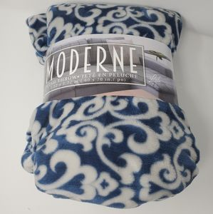 Moderne Plush Throw